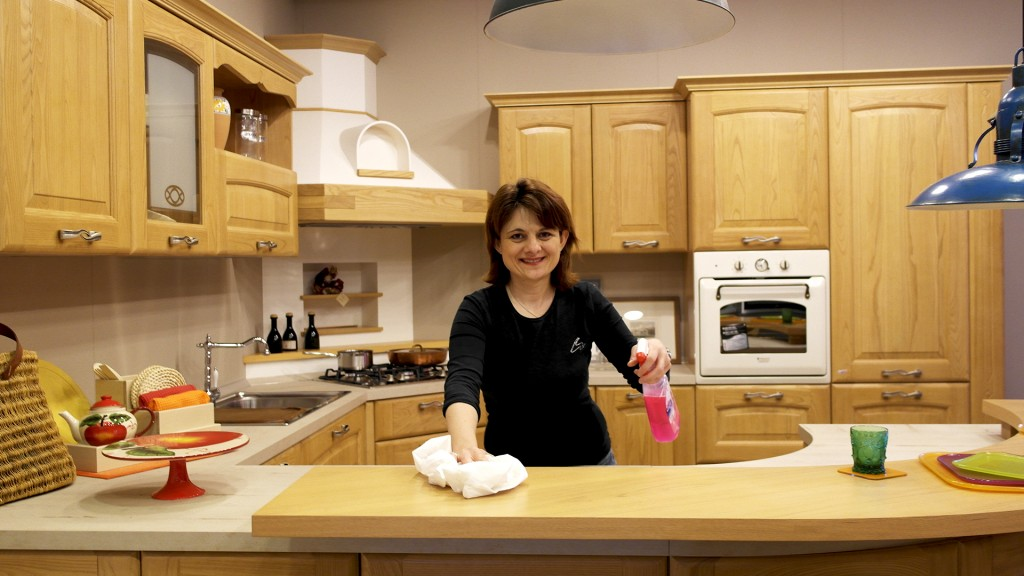 pulire una cucina in legno