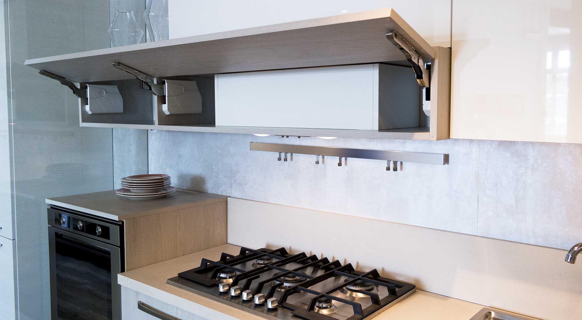 Cucina con basi sabbia e pensili bianco lucido cucine padova - Larghezza pensili cucina ...